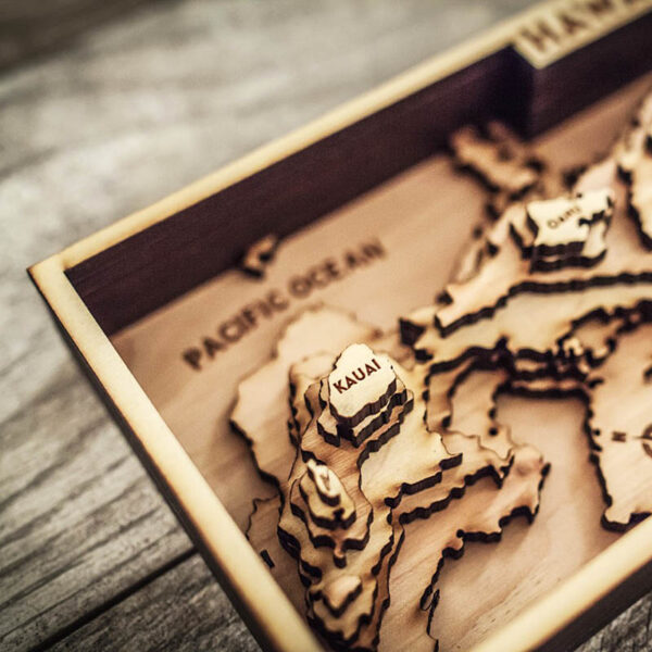 wood map of the hawaiian islands in 3d